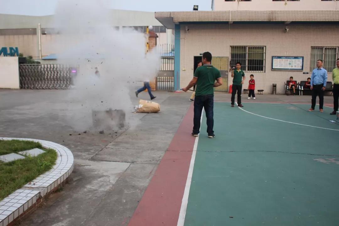 2018年安全消防演习 (6)